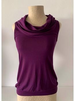 Camiseta tiras cuello morado